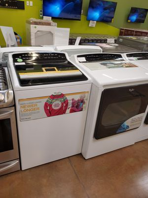 Whirlpool washer and gas dryer set for Sale in Altadena, CA