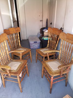 Kitchen table and four chairs for Sale in Murrieta, CA