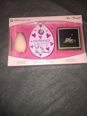 Too Faced BeautyBlender kit for Sale in Fresno, CA