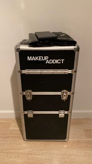 Aluminum Rolling Makeup Box for Sale in Bloomington, CA
