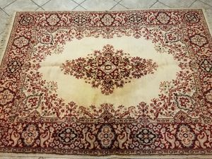 Decorative area rug 5 ft 2 in X 7 ft 2 in. Used for Sale in Moreno Valley, CA