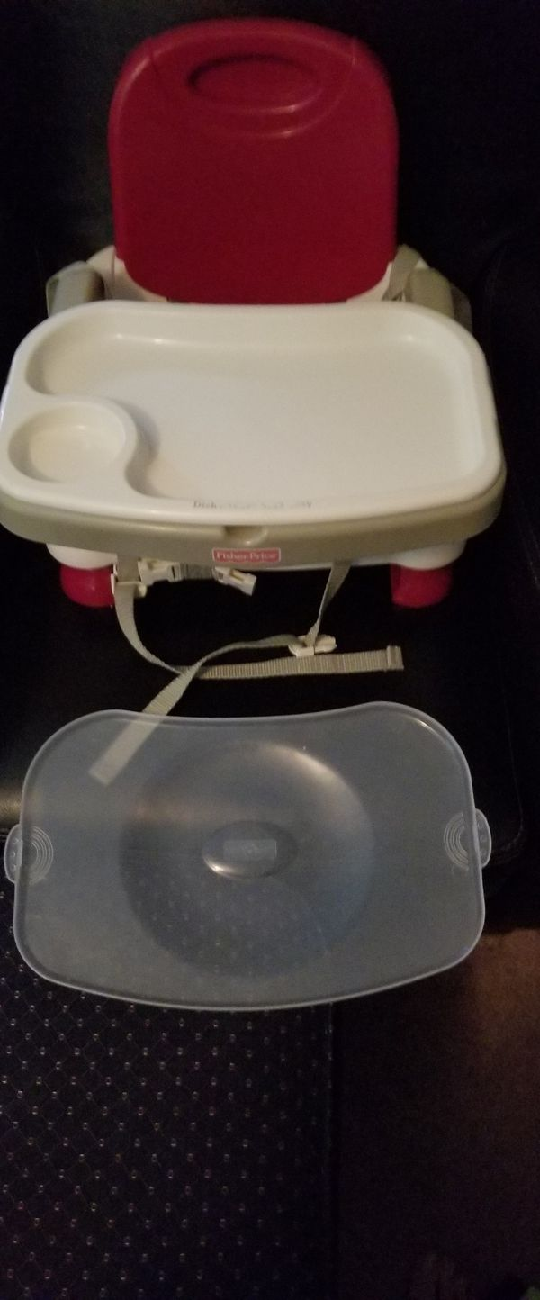 Postable booster seat with 2 trays and 3 different positions