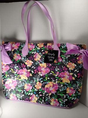 Simply Spring Tote Vinyl New for Sale in Sumner, WA