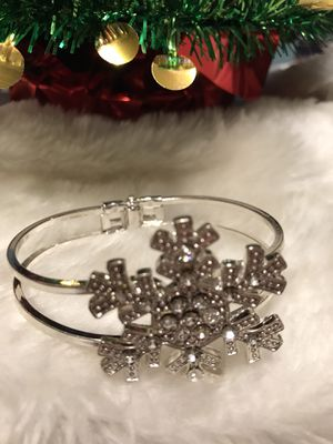 Pretty!!! Silver Crystal SnowFlake Bracelet for Sale in Bristow, VA
