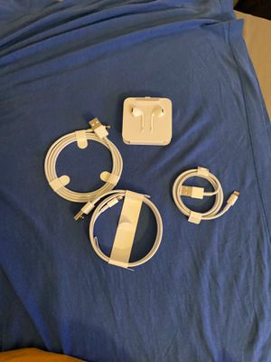 Lighting cable / Apple EarPods for Sale in Chula Vista, CA