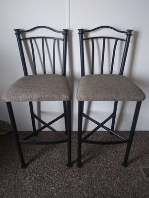 Bar stools ...curio cabinet for Sale in Quincy, IL