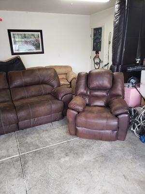 Brown counts with electric recliners for Sale in Tracy, CA