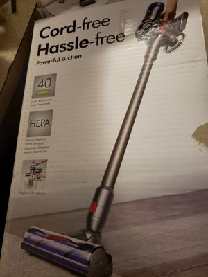 Dyson v8 vacuum for Sale in North Las Vegas, NV