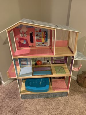 Doll House. Like new. Wooden. for Sale in Wexford, PA