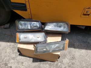OEM 2006 silverado headlights and turn silnals for Sale in Los Angeles, CA