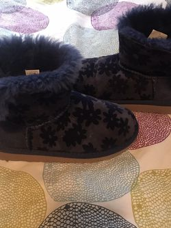 Girl Boots UGG for Sale in Edmonds,  WA