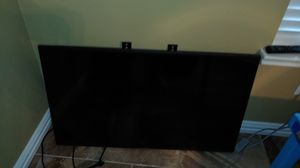Samsung 40 inch tv. With half a wall mount attached and control. for Sale in Leander, TX