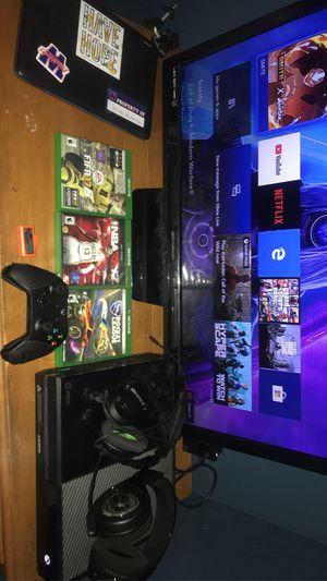 Xbox one with accessories for Sale in Aurora, IL
