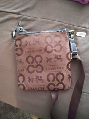 Coach purse for Sale in Brunswick, OH