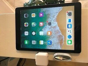 iPad WiFi and cellular 128 gb for Sale in Waterbury, CT