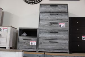 5 Drawer Chest, Grey for Sale in Bell Gardens, CA