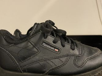 Reebok Classic-Black for Sale in Raleigh,  NC
