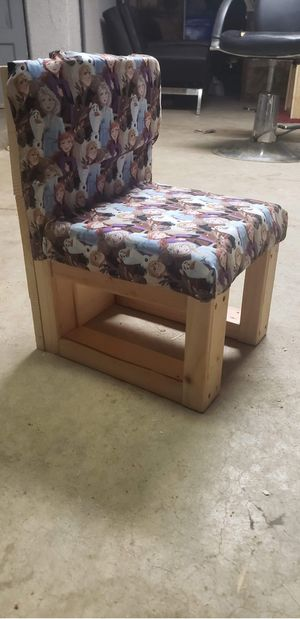 FROZEN KIDS DESK AND CHAIR for Sale in Fresno, CA