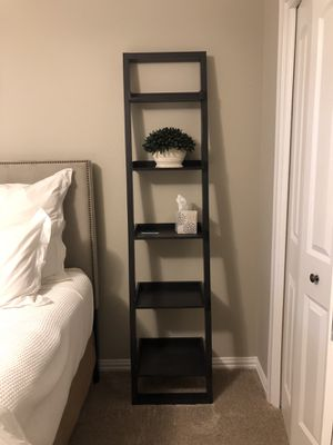 Crate and Barrel leaning shelf (small) for Sale in Dallas, TX