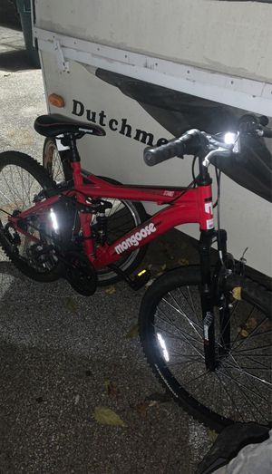 Mongoose standoff mountain bike 24IN for Sale in Lowell, MA