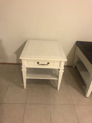 End table farm style for Sale in Oxon Hill, MD