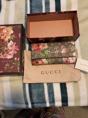Gucci Pink Blooms Continental Wallet for Sale in Englewood, CO