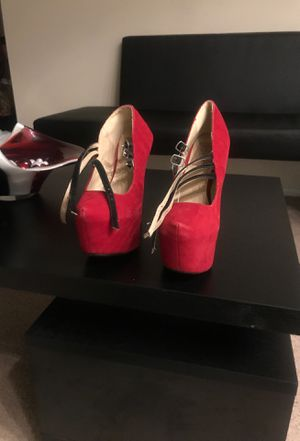 Warring about five times just need to be cleaned off with a sample wet rag 7 1/2 used high heel shoes for Sale in Oxon Hill, MD