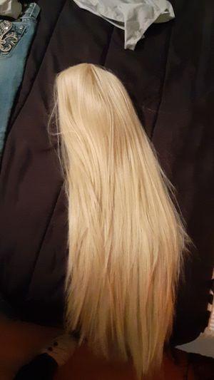 Lave front blonde wig for Sale in Ville Platte, LA