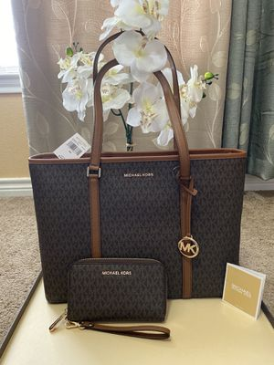 Michael Kors handbag tote bag purse with matching wallet new for Sale in San Antonio, TX