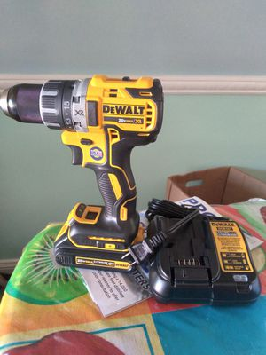 Delwalt hammer drill con bateria y cargador for Sale in NO BRENTWOOD, MD