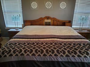 King bedroom set- 5 piece for Sale in Taylor, TX