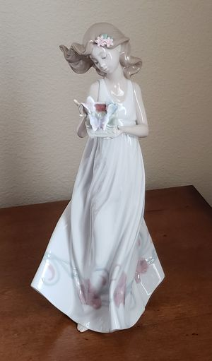 Lladro Figurine for Sale in Puyallup, WA
