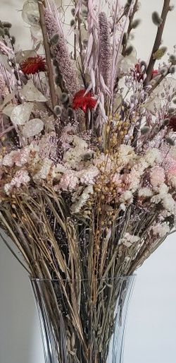 LARGE DRIED FLOWERS BOUQUET w/ VASE for Sale in Kent,  WA