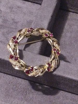 Goldtone Wreath Pin for Sale in North Richland Hills, TX