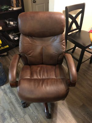 La-z-Boy Bellamy Executive Bonded Leather office chair coffee (brown) for Sale in Long Beach, CA