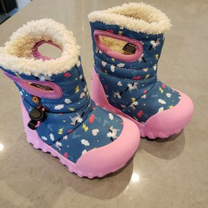 Bogs Toddler Size 4 Snow Boots for Sale in Boston, MA