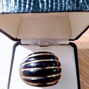 Black onyx ring with gold stripes size 7.🎁🎁🎁 for Sale in Palm Beach, FL