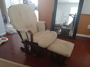 Free Rock chair for Sale in Raleigh, NC