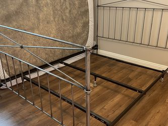 Queen Bed Frame for Sale in San Diego,  CA
