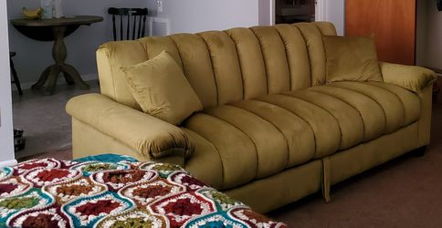 "83"" Pillow Top Arms Sleeper Sofa for Sale in Cleveland,  OH"