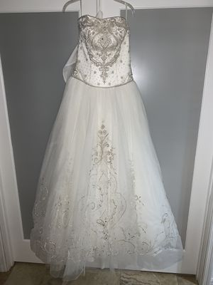 Casablanca Wedding Gown style 1972 NWT size 8 Ivory for Sale in Cape Coral, FL