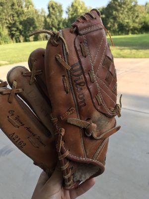 Girls left hand baseball glove for Sale in Nashville, TN