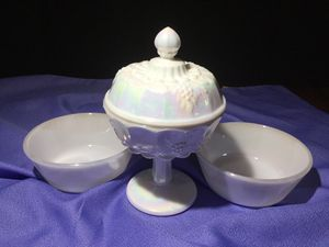 VINTAGE COLLECTION OF IRIDESCENT WHITE MILK GLASS for Sale in Ocoee, FL