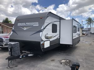 Rv trailer del 2016 de 30 pies ubicado 3699 nw 79 st miami fl 33147 o 786:327:1327 for Sale in Hialeah, FL