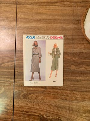 Pattern sewing Bill Blass Vogue for Sale in Ottawa, OH