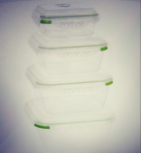 4 Food Storage container with Vaccum Seal & Locking lids.