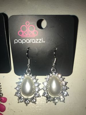 PAPARAZZI EARRINGS for Sale in Kenosha, WI