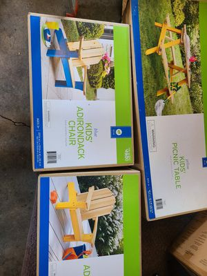 Kids Picnic Table & 2 Chairs for Sale in Hazard, CA