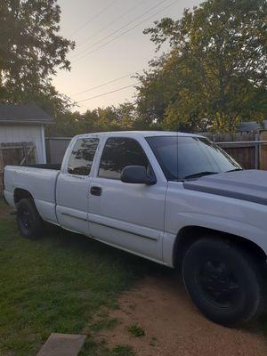 Chevy Silverado 03 título limpio todo le funciona 200 xxxi millas no cambios no pagos gente seria for Sale in Dallas, TX