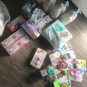 Mommy's Newborn Baby Stuff Fir The Low Or Bundle Deals Serious Buyers Text Me We Can Work Something Out for Sale in Santa Ana, CA